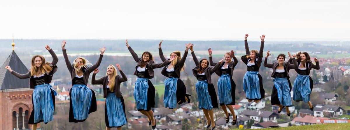 Neue Dirndl bei der Blaskapelle Kraiburg