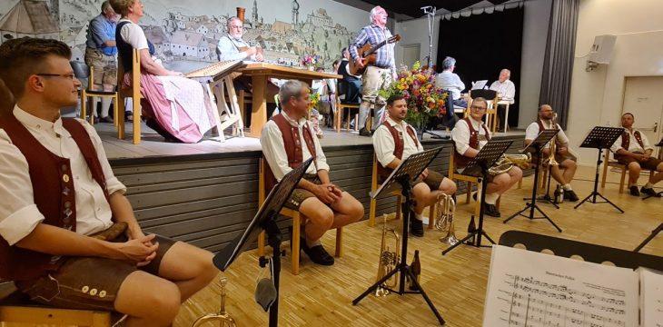 Lenzwenger Musikanten mit der Blaskapelle